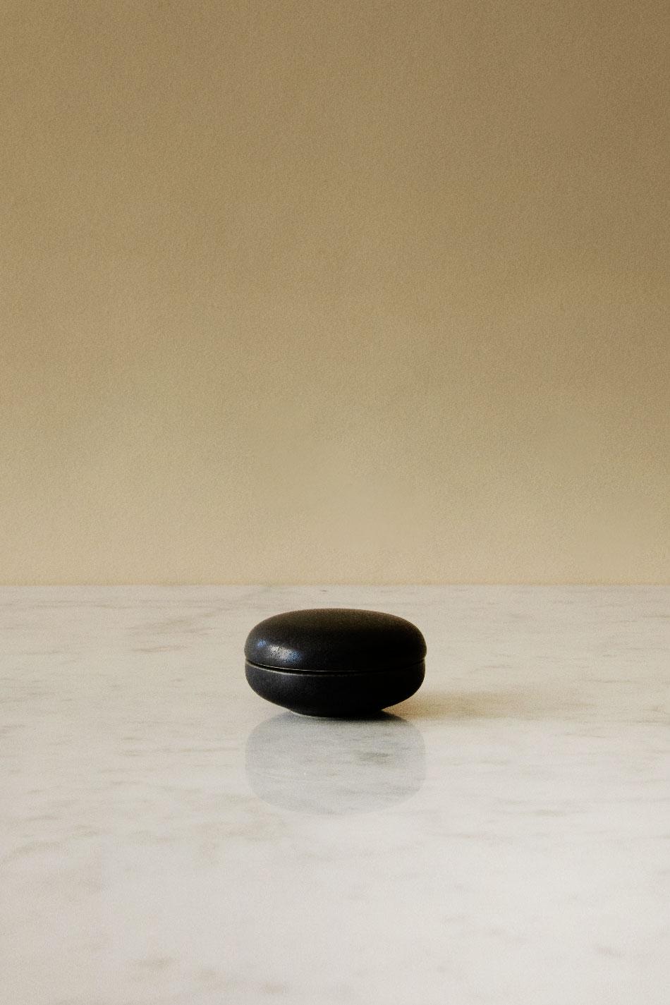 Keramikask Svart | Jonas Lindholm