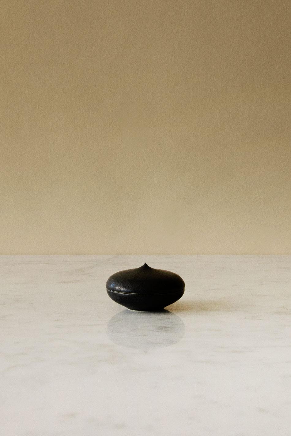 Keramikask Svart Topp | Jonas Lindholm