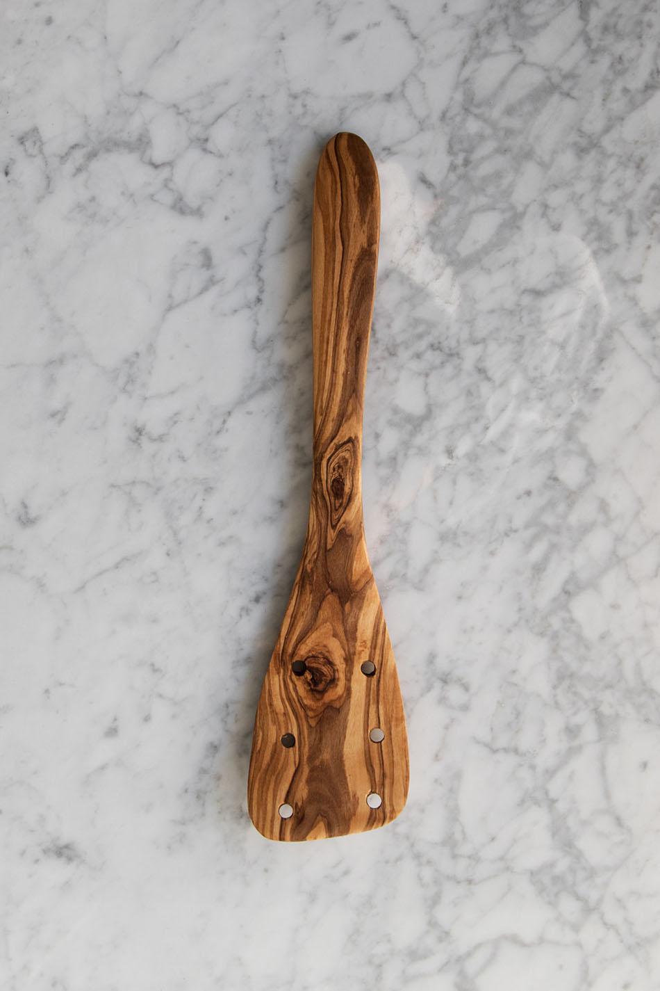 Stekspade Olivträ Perforerad