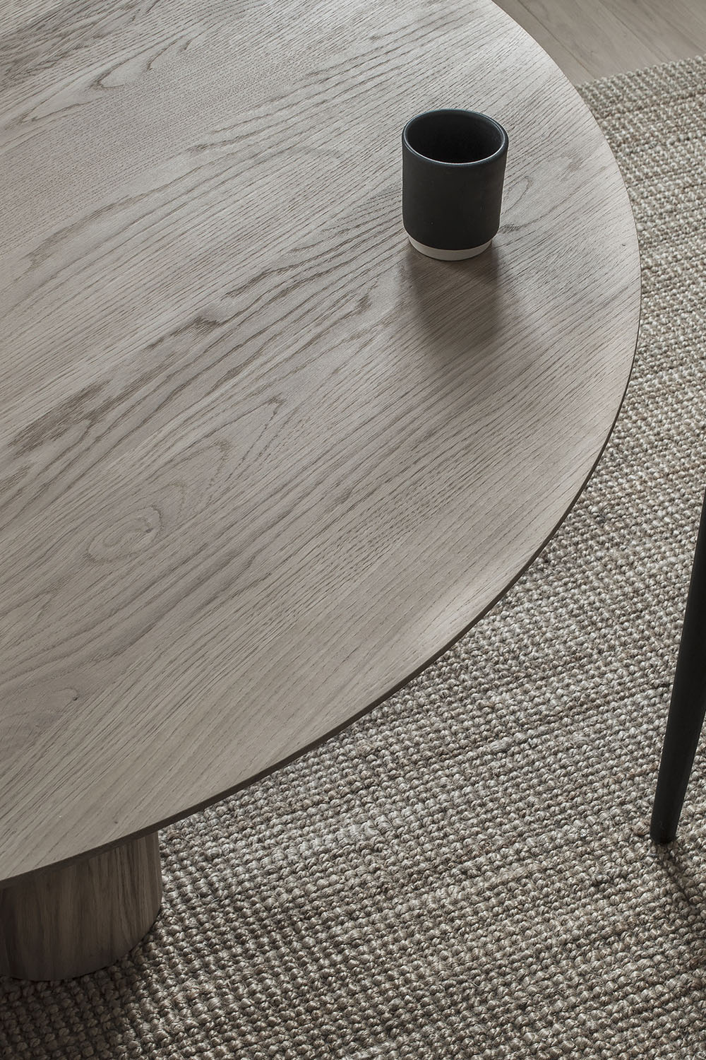 Hommage Grande Dining Table Smoked Oak Ø120 cm