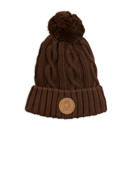 Cable knitted pompom hat brown