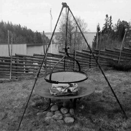 Grill, fyrfat i smide från Wägerths Konstsmide