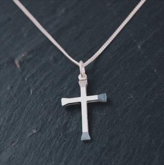 C01 Halskors silver