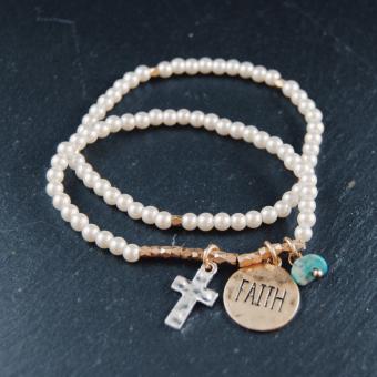 Pärlor m. berlocker (kors, faith)