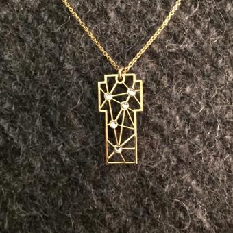 i08 Halskors med kristall