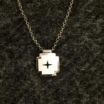 i42w Kors i emalj och silver