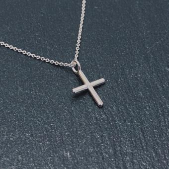 Kors, handgjort i silver, 10 mm, inkl kedja