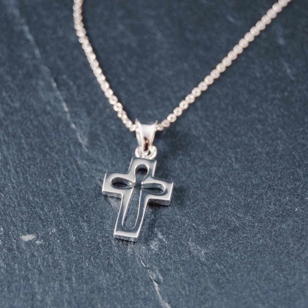 Kors, silverpläterat 'öppet', 15 mm