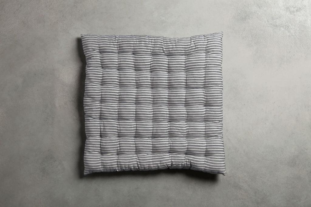 BASESEAT 50x50 svart/vit sittdyna