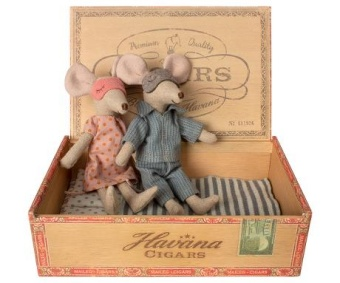 Mum & dad mice in cigar box