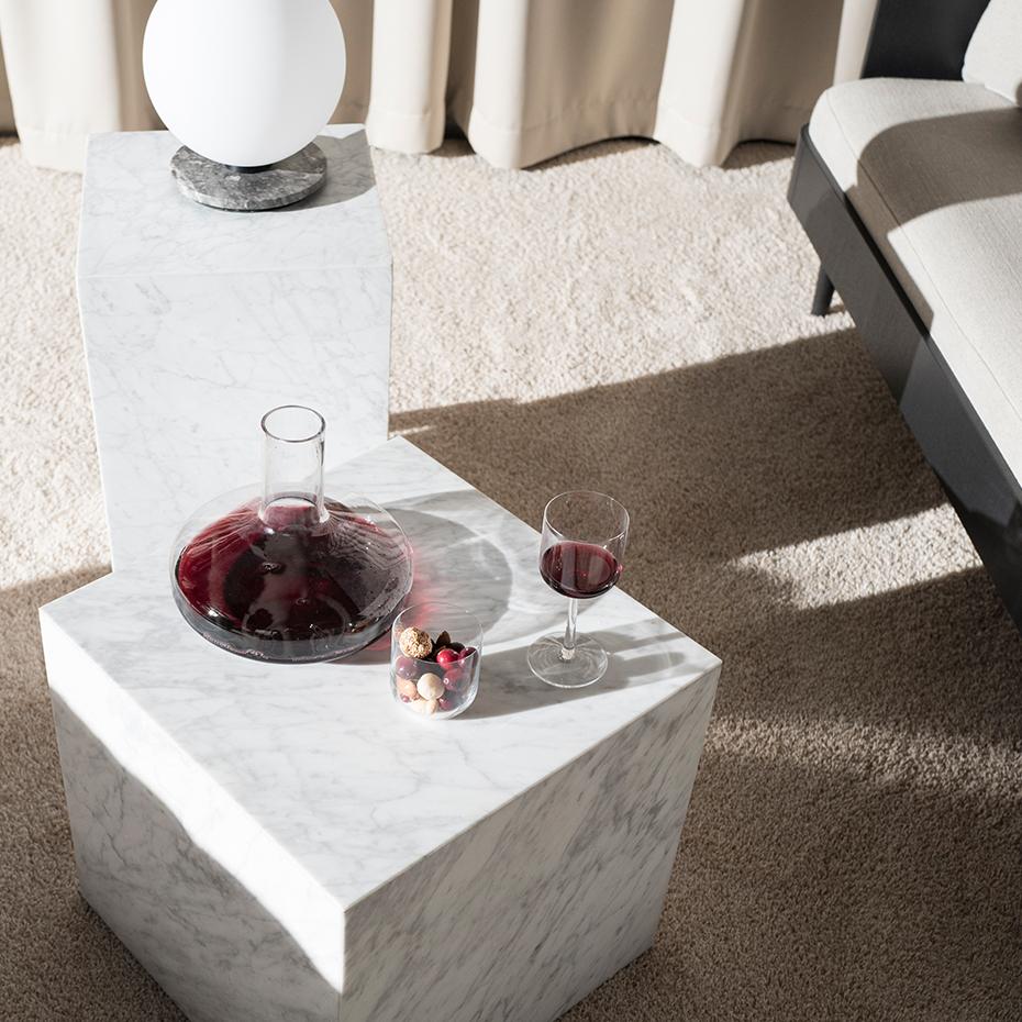 Menu TR Bulb Bord/Vägglampa Grå marmor med Matt Opalglas