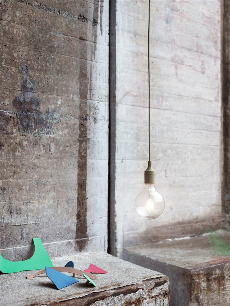 Muuto LED lampa E27 Light Grey