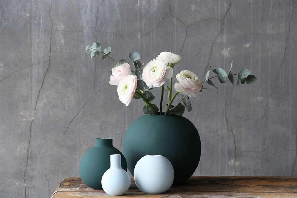 Cooee Design Ball Vase Mint
