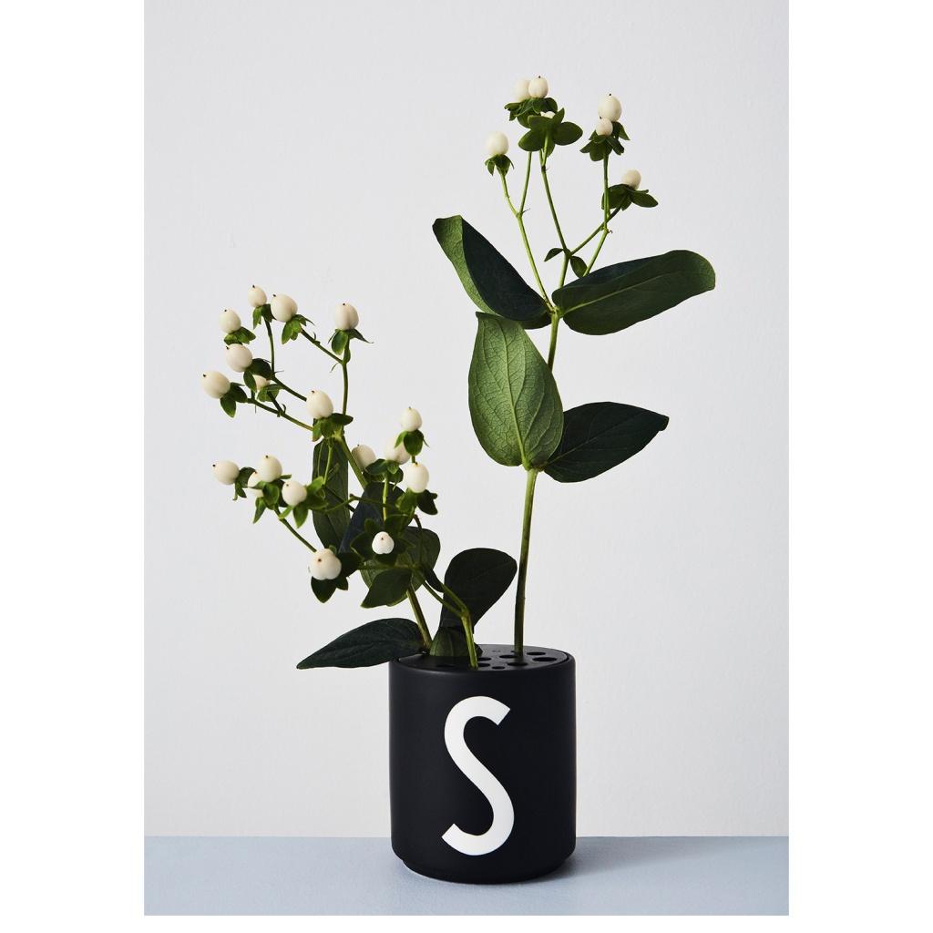 Design Letters Porslin Mugg G Svart