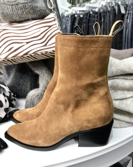 Apair Short Western Boots
