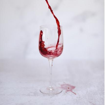 fläckar rödvin