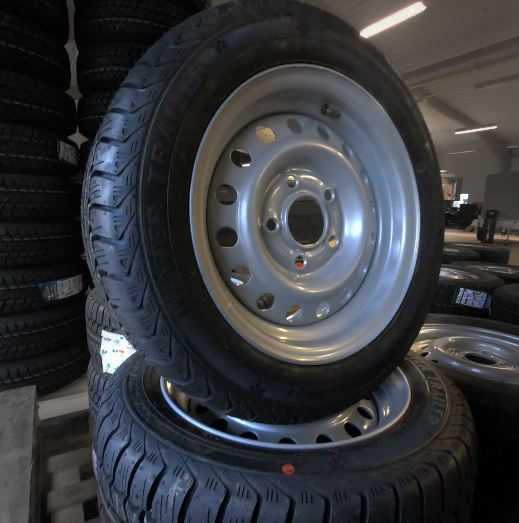 Kompletta hjul - M+S däck 165/R13C Plåt 4x100