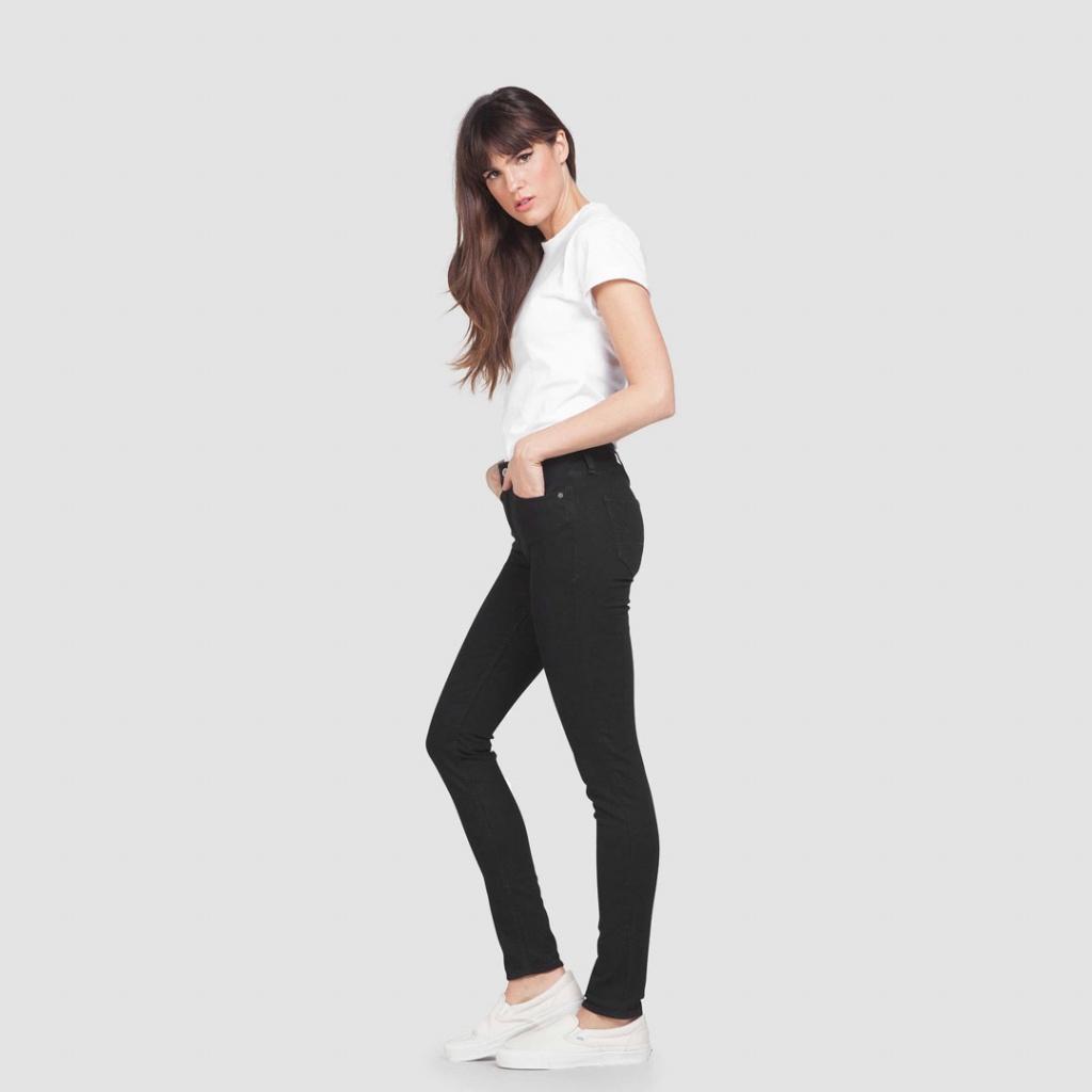 Christina - Black RInse