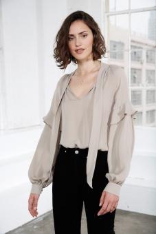 Eloise Sidenblus – Ljusgrå