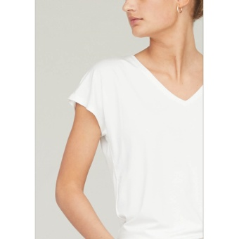 ISAY Louise V-Neck T-Shirt