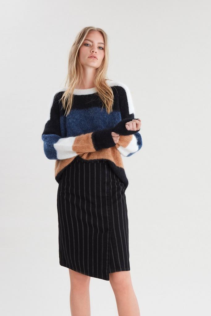 Emma HW skirt Black pinstripe