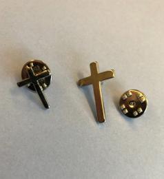 Pin: Kors, silverfärgat